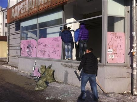People look at damage to a shop following sightings of falling objects in the sky in the Urals city of Chelyabinsk February 15, 2013.(Reuters)