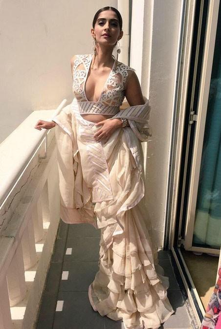 Sonam Kapoor sizzles at Cannes 2015,Sonam Kapoor,actress Sonam Kapoor,Sonam Kapoor at cannes,hot Sonam Kapoor,Cannes 2015,Cannes Film Festival 2015,cannes film festival,cannes film festival 2015,cannes film festival pics,cannes film festival images,68th C