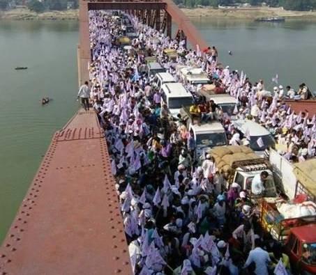 Varanasi,Varanasi Stampede,Varanasi Stampede pics,Varanasi Stampede images,Varanasi Stampede photos,Varanasi Stampede stills,Varanasi Stampede pictures,Rajghat Bridge,Rajghat Bridge near Varanasi