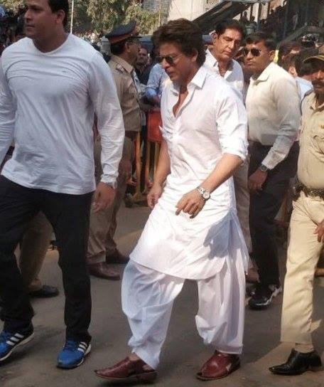 Shah Rukh Khan,Shah Rukh Khan at Sridevi funeral,Sridevi funeral,Sridevi crematorium,celebs at Sridevi crematorium,Sridevi