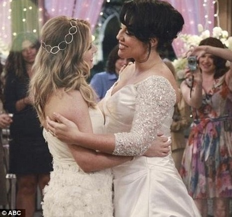 Grey's Anatomy: Arizona 'standing there' is about moving on