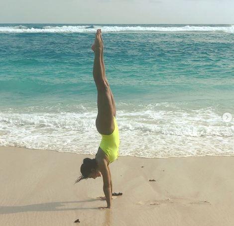Sizzling Jacqueline Fernandez,hot Jacqueline Fernandez,Jacqueline Fernandez flaunts her beach body,Jacqueline Fernandez flaunts her body,Jacqueline Fernandez beach body,Jacqueline Fernandez swimsuit