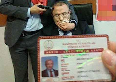 A photo has been released on social media showing someone pointing a gun at the head of Kiraz