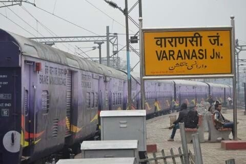 PM Modi flags,superfast train connecting Varanasi and Delhi,superfast train,Varanasi and Delhi,Varanasi and Delhi superfast train,Narendra Modi,Modi