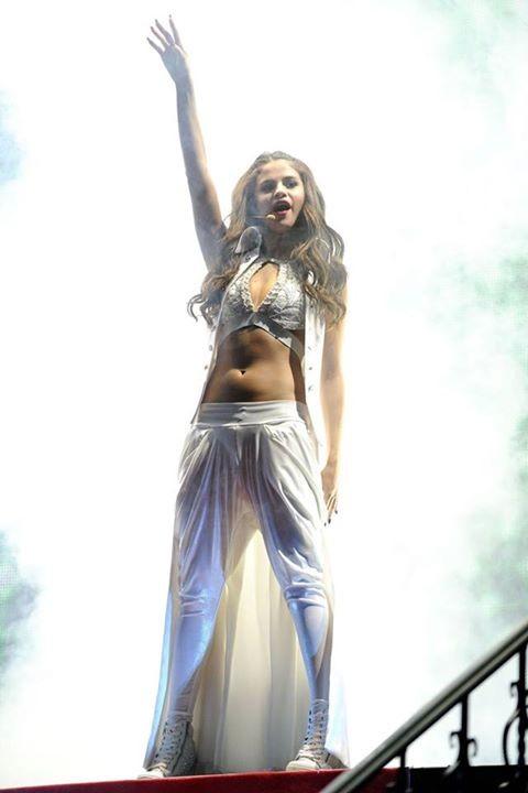 Selena Gomez,actress Selena Gomez,singer Selena Gomez,american actress Selena Gomez,Selena Gomez pics,Selena Gomez imeages,Selena Gomez photos