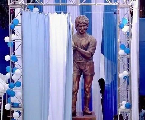Diego Maradona,Diego Maradona statue,Diego Maradona bronze statue,Diego Maradona statue in India
