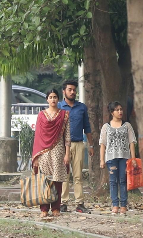 Janhvi Kapoor,Ishaan Khatter,Janhvi Kapoor and Ishaan Khatter,Sridevi daughter,Dhadak in Kolkata,Dhadak,Dhadak shooting,Dhadak shooting in Kolkata,Dhadak pics,Dhadak images