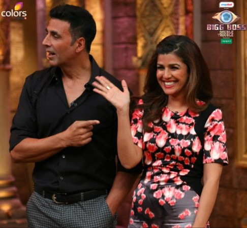 Akshay Kumar, Nimrat Kaur promote 'Airlift' on Comedy Nights Bachao