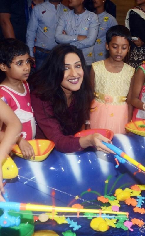 Rituparna Sengupta,actress Rituparna Sengupta,Rituparna Sengupta at amusement park