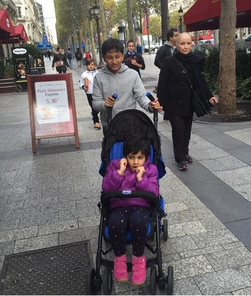 Mahesh Babu,Mahesh Babu in Paris,Namrata Shirodkar,Sitara,Gautham,Mahesh Babu family holiday in Paris,Mahesh Babu's family holiday in Paris,Mahesh Babu holiday in Paris,Brahmotsavam