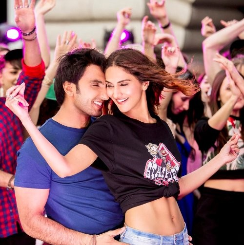 Befikre,Ranveer Singh,Vaani Kapoor,Befikre movie stills,Befikre movie pictures,Befikre movie photos,Befikre movie pics,Bollywood movie Befikre,Ranveer Singh and Vaani Kapoor,Ranveer Singh kisses Vaani Kapoor