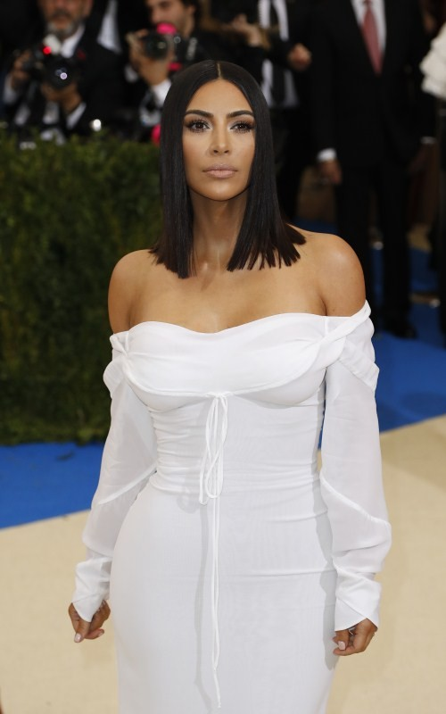 Kim Kardashian,Kim Kardashian in white dress,Kim Kardashian at Met Gala 2017,Kim Kardashian at Met Gala,Kim Kardashian plays peasant girl in white,Kim Kardashian hot pics,Kim Kardashian hot images,Kim Kardashian hot stills,Kim Kardashian hot photos,Kim Ka