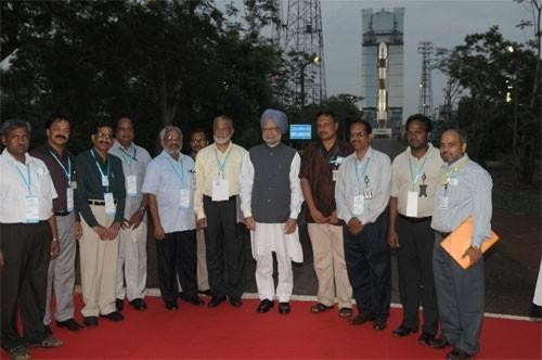 Prime Minister Manmohan Singh with ISRO scientists at the PSLV launch facility in Sriharikota