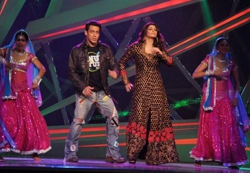 Salman Khan,Daisy Shah dancing  on Nach Baliye