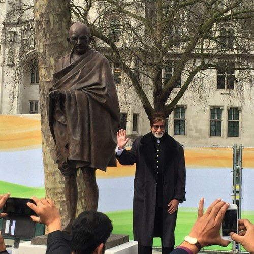 Amitabh Bachchan Unveils Mahatma Gandhi Statue in London