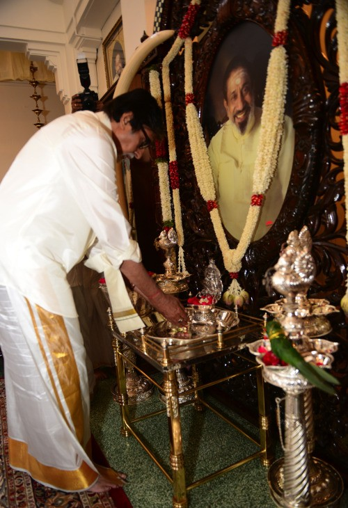 Amitabh Bachchan during his visit to Shivaji Ganeshan's home