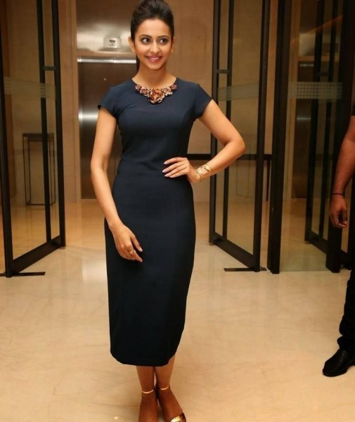 Rakul Preet Singh Launches Samsung Galaxy S6 Edge,Rakul Preet Singh,south indian actress Rakul Preet Singh,Rakul Preet Singh latest pics,Rakul Preet Singh latest images,Rakul Preet Singh pics,Rakul Preet Singh images,south indian actress