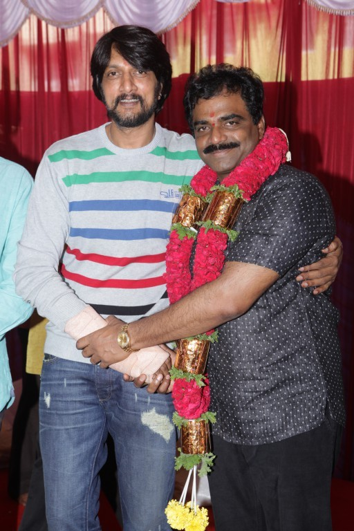 Sudeep and KS RaviKumar New Movie Launch,Sudeep New Movie Launch,KS RaviKumar New Movie Launch,Sudeep and KS RaviKumar,Kiccha Sudeep,Kiccha Sudeep pics,Kiccha Sudeep images