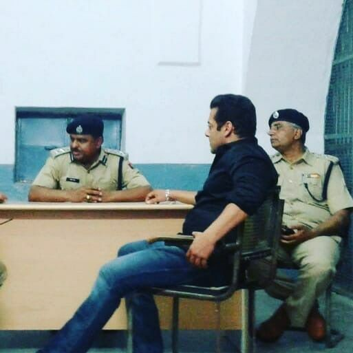 Salman Khan,Salman Khan reaches Jodhpur central jail,Salman Khan reaches central jail,Salman Khan at central jail,Blackbuck poaching case,salman khan Blackbuck poaching case