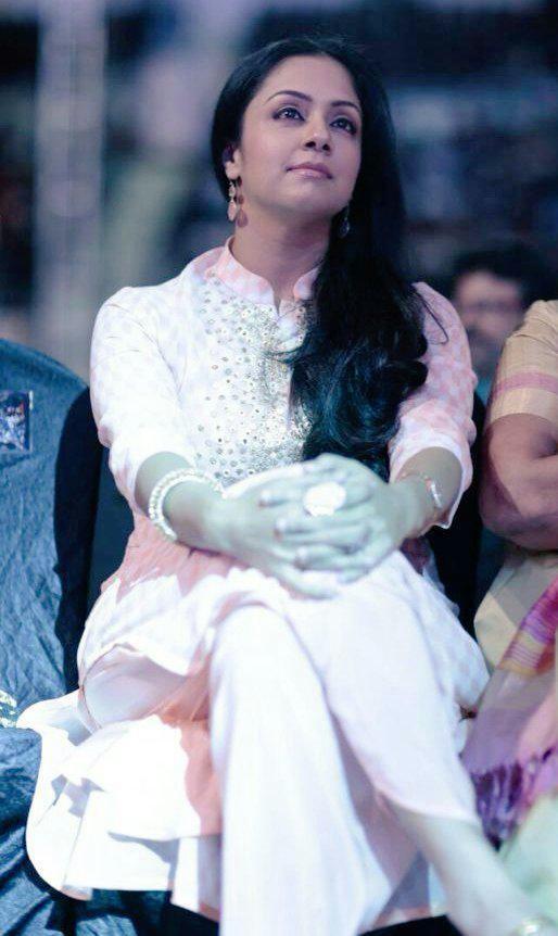 Jyothika,actress Jyothika,Jyothika at 62nd Filmfare Awards,Jyothika at Filmfare Awards,Filmfare Awards,Filmfare Awards 2015,Filmfare Awards pics,Filmfare Awards images,Filmfare Awards pictures