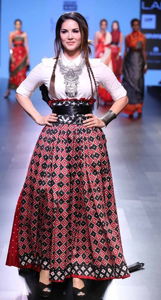 Celebs like Amy Jackson, Shruti Haasan, Sonakshi Sinha, Sunny Leone and other walks the ramp at LFW 2016.