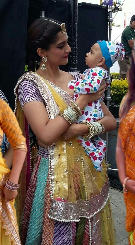 Sonam Kapoor Spotted With Her Youngest Fan On The Sets Of Prem Ratan Dhan Payo,Sonam Kapoor,actress Sonam Kapoor,Sonam Kapoor's Youngest Fan,Prem Ratan Dhan Payo,Salman Khan,Sonam Kapoor pics,Sonam Kapoor images,Sonam Kapoor photos,Sonam Kapoor latest pic