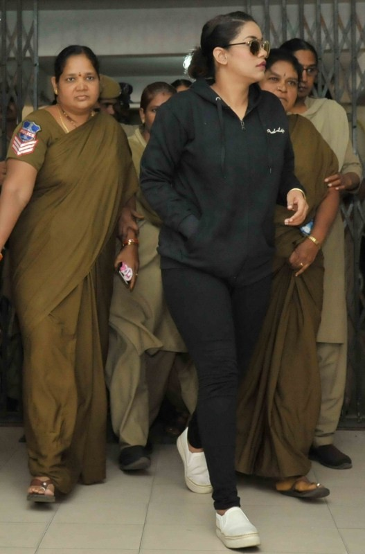 Mumaith Khan,actress Mumaith Khan,Mumaith Khan appears before SIT,Special Investigation Team,Hyderabad drug racket