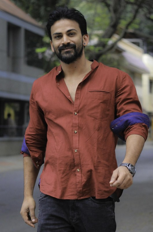 Dhananjay's latest pics,Dhananjay's latest images,Dhananjay's latest stills,Dhananjay's latest pictures,Dhananjay's latest photos