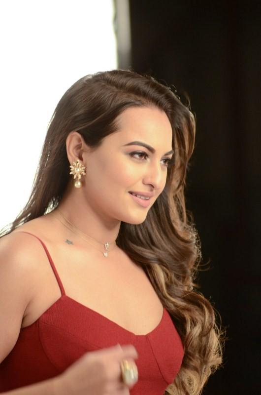 Sonakshi Sinha,Nach Baliye season 8,Nach Baliye,actress Sonakshi Sinha,Sonakshi Sinha pics,Sonakshi Sinha images,Sonakshi Sinha photos,Sonakshi Sinha stills,Sonakshi Sinha pictures