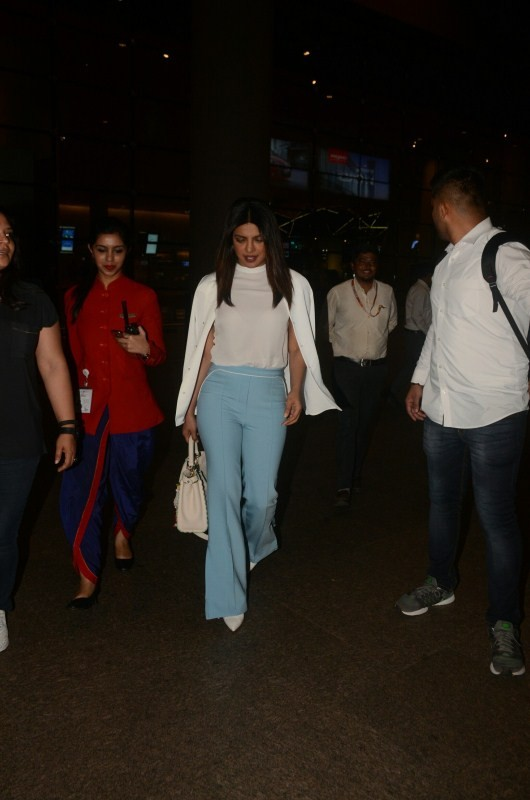Priyanka Chopra,actress Priyanka Chopra,Priyanka Chopra Quantico,Priyanka Chopra in Mumbai,priyanka chopra in india,Priyanka Chopra at airport,Priyanka Chopra at Mumbai airport