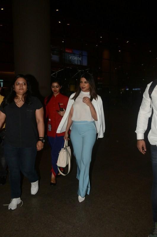 Priyanka Chopra,actress Priyanka Chopra,Priyanka Chopra Quantico,Priyanka Chopra in Mumbai,priyanka chopra in india,Priyanka Chopra at airport,Priyanka Chopra at Mumbai airport