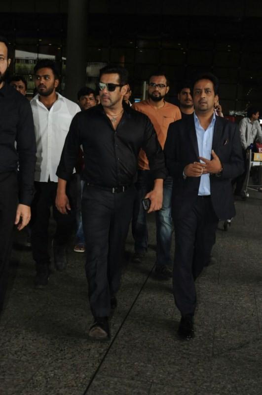 Salman Khan,actor Salman Khan,Tubelight,Tubelight actor,Salman Khan spotted in Delhi,Salman Khan in Delhi,Salman Khan new pics,Salman Khan new images,Salman Khan new stills,Salman Khan new pictures,Salman Khan new photos