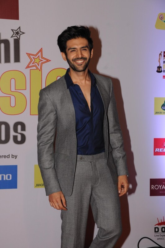 Rohit Shetty,Aditi Govitrikar,Gauhar Khan,Abhijeet Sawant,Amit Sadh,Lopamudra Raut,Kartik Aaryan,Mirchi Music Awards 2018,Mirchi Music Awards,celebs at Mirchi Music Awards