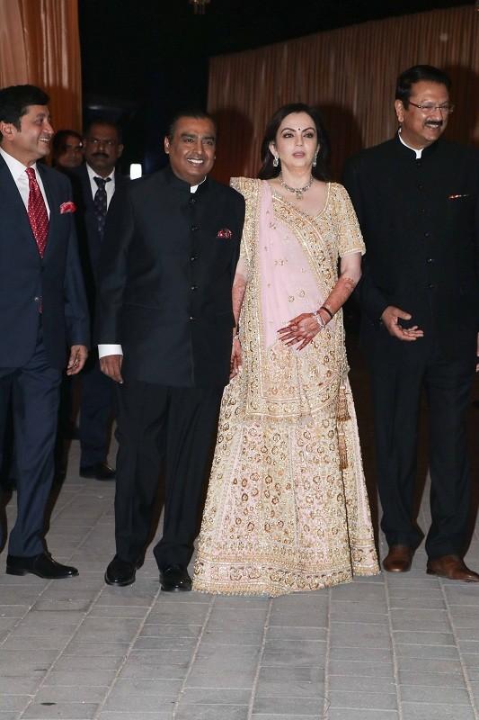 Isha ambani wedding,isha ambani,Isha Ambani wedding antilia,Isha Ambani Anand Parimal wedding,isha ambani wedding reception,Anand Piramal,Anand Piramal isha ambani,kartik aaryan