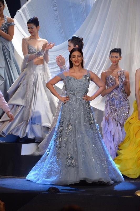 Lakme Fashion Week,lakme fashion week 2019,Gaurav Gupta,gaurav gupta fashion show,Tabu,Tabassum,Karan Johar,Lakme Fashion Week Summer-Resort 2019,Mumbai,Poetess,Navkirat Sodhi,Royal Opera House