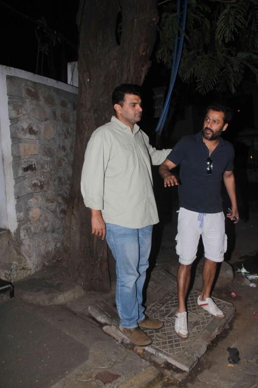 Siddharth Roy Kapoor spotted at Bandra,Siddharth Roy Kapoor,Siddharth Roy Kapoor at Bandra,Siddharth Roy kapoor pics,Siddharth Roy kapoor images,Siddharth Roy kapoor photos,Siddharth Roy kapoor stills,Siddharth Roy kapoor pictures