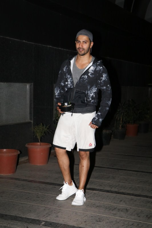 Varun Dhawan,Varun Dhawan at Khar Gym,Khar Gym,actor Varun Dhawan,Varun Dhawan latest pics,Varun Dhawan latest images,Varun Dhawan latest photos,Varun Dhawan latest stills,Varun Dhawan latest pictures