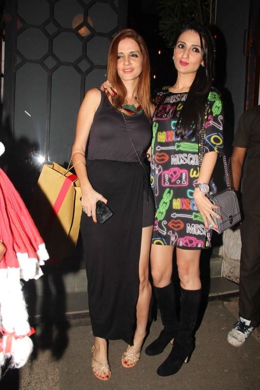 Twinkle Khanna,Lara Dutta,Suzanne Roshan,Suraj Pancholi,corner house