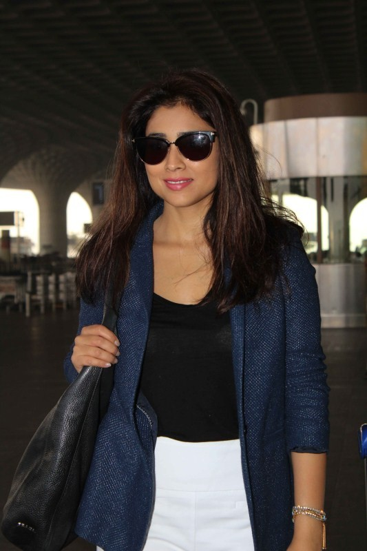 Karan Johar,Raveena Tandon,Shriya Saran,Karan Johar spotted at airport,Raveena Tandon spotted at airport,Shriya Saran spotted at airport,Celebs spotted at airport,Celebs at airport