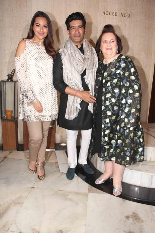Manish Malhotra Suzy Menkes Party,Sridevi Kapoor,Sonakshi Sinha,Raveena Tandon,Kriti Sanon,Manish Malhotra,Suzy Menkes Party