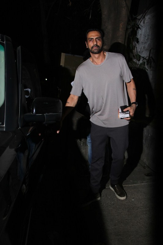 Arjun Rampal,actor Arjun Rampal,Arjun Rampal spotted at Bandra,Arjun Rampal at Bandra,Arjun Rampal latest pics,Arjun Rampal latest images,Arjun Rampal latest photos,Arjun Rampal latest stills,Arjun Rampal latest pictures