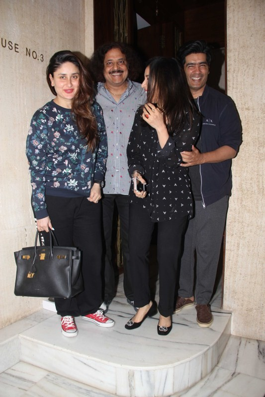 Kareena Kapoor Khan,Sophie Choudry,Kareena Kapoor Khan and Sophie Choudry,Manish Malhotra,Kareena Kapoor Khan at Manish Malhotra house,Sophie Choudry at Manish Malhotra house