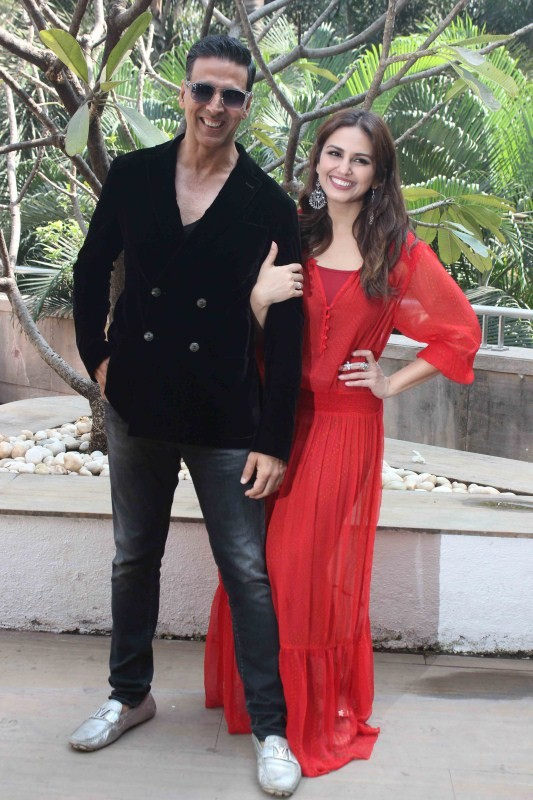 Akshay Kumar & Huma Qureshi,Akshay Kumar,Huma Qureshi,Jolly LLB 2,Jolly LLB 2 promotions,Jolly LLB 2 movie promotion,Bollywood movie Jolly LLB 2,Jolly LLB 2 promotion,Jolly LLB 2 promotion pics,Jolly LLB 2 promotion images,Jolly LLB 2 promotion photos
