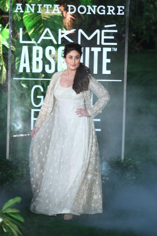 Lakme Fashion Week 2017,Lakme Fashion Week,Kareena Kapoor Khan at Lakme Fashion Week 2017,Kareena Kapoor Khan at Lakme Fashion Week,Kareena Kapoor Khan at LFW,Lakme Fashion Week grand finale,Lakme Fashion Week pics,Lakme Fashion Week images,Lakme Fashion