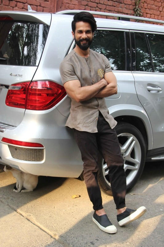 Shahid Kapoor,actor Shahid Kapoor,Shahid Kapoor snapped at Mehboob studio,Rangoon promotion,Rangoon movie promotion,Shahid Kapoor pics,Shahid Kapoor images,Shahid Kapoor photos,Shahid Kapoor stills,Shahid Kapoor pictures
