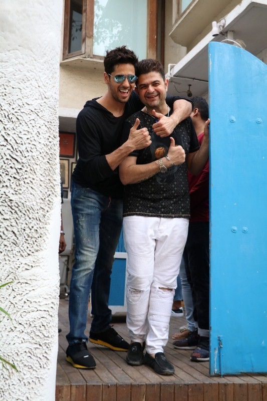 Sidharth Malhotra and Dabboo Ratnani,Sidharth Malhotra,Dabboo Ratnani,Sidharth Malhotra spotted at olive bar,Dabboo Ratnani spotted at olive bar
