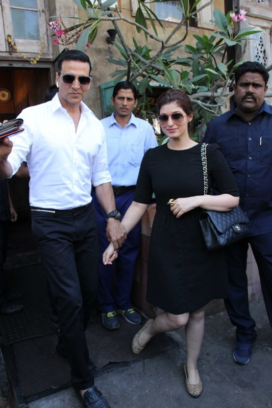 Akshay Kumar and Twinkle Khanna,Akshay Kumar,Twinkle Khanna,Akshay Kumar at cafe,Twinkle Khanna at cafe,Akshay Kumar and Twinkle Khanna pics,Akshay Kumar and Twinkle Khanna images,Akshay Kumar and Twinkle Khanna photos,Akshay Kumar and Twinkle Khanna stil