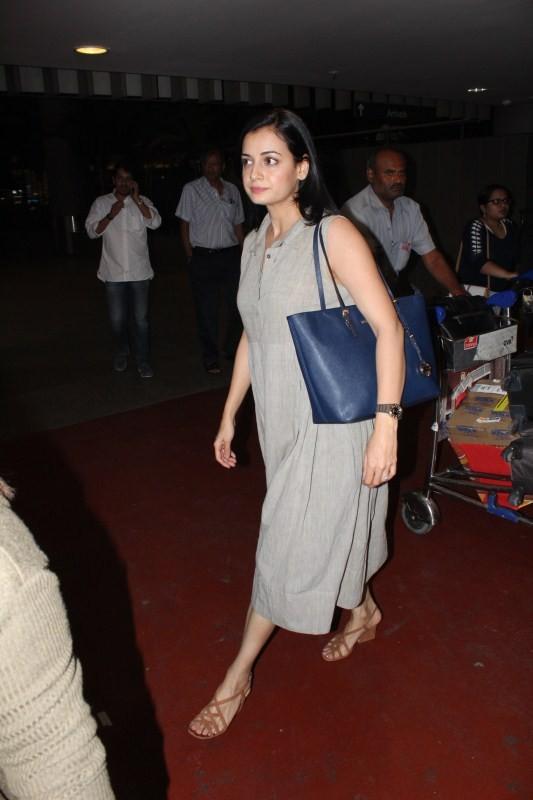 Dia Mirza spotted at Airport,Dia Mirza at Airport,actress Dia Mirza,Dia Mirza latest pics,Dia Mirza latest images,Dia Mirza latest photos,Dia Mirza latest stills,Dia Mirza latest pictures