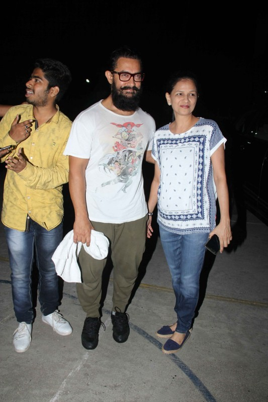 Aamir Khan,Aamir Khan spotted at Bandra,Shaley Lobo,Aamir Khan at Bandra,Aamir Khan pics,Aamir Khan images,Aamir Khan photos,Aamir Khan stills,Aamir Khan pictures