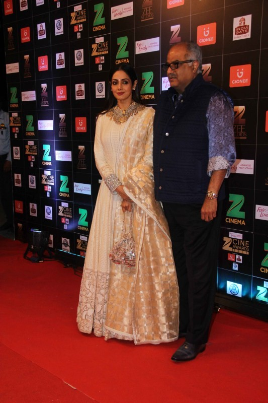 Boney Kapoor,Sridevi,sridevi jhanvi kapoor,Sridevi Kapoor,Zee Cine Awards 2017,Zee Cine Awards,Zee Cine Awards pics,Zee Cine Awards images,Zee Cine Awards photos,Zee Cine Awards stills,Zee Cine Awards pictures